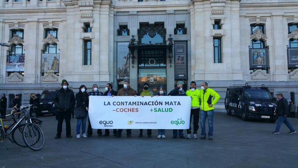 Concentración delante del Ayuntamiento de Madrid