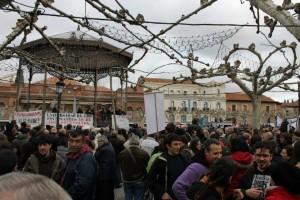 Manifestantes en la plaza de Cervantes
